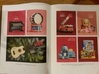 "Åhléns julkatalog 2014 erbjuder en ""liten gitarr""."
