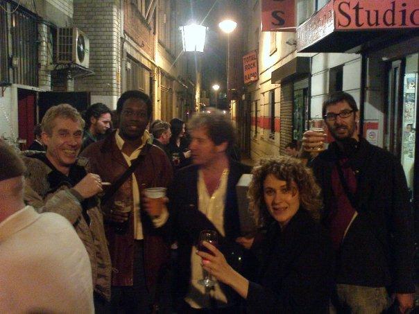 Här i gränden på baksidan av the 12 bar avslutades onsdagskvällarna regelmässigt