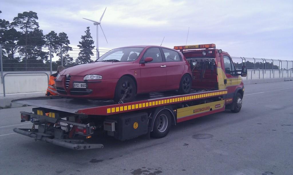 Ståndsmässigt kan tyckas menändå så fel. 147:an bärgas från Gotland Ring 2012.