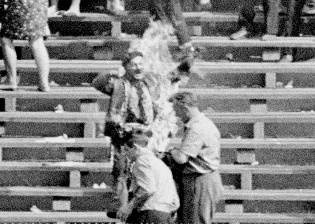 Polacken Ryszard Siwiec brännde sig till döds i protest mot Sovjetunionens inmarsch i Tjeckoslovakien 1968.