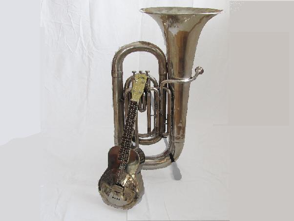 Bild med bastuba och resonatorukulele